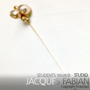 18ct Yellow Gold lapel pin featuring natural double pearl